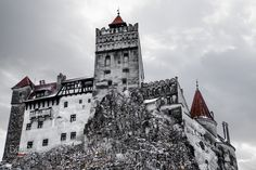 Bran castle - Considerate to be Dracula's castle, this is a great piece of medieval architecture from Transilvania, Romania.