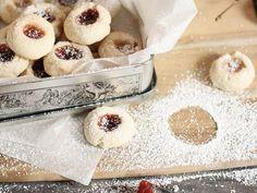 Kostenloses Rezept: Engelsaugen-Plätzchen zu Weihnachten backen / free recipe: baking angel eye cookies for christmas via DaWanda.com