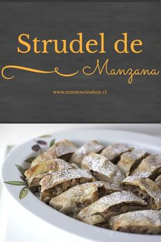 The apple strudel is a traditional German recipe, which is as prepared in Chile. A crispy crust and a delicious filling. Healthy Desserts, Delicious Desserts, Yummy Food, Apple Banana Bread, Chilean Recipes, Chilean Food, Hungarian Desserts, Puff Pastry Recipes, Sweet Cakes