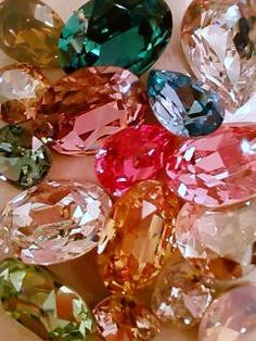Gems of Wisdom Crystals And Gemstones, Stones And Crystals, Diamond Wallpaper, Sparkles Glitter, All That Glitters, Gems And Minerals, Jewel Tones, Bunt, Just In Case