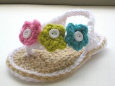 crochet baby flip flops with flowers! Think my mom can make some of these..