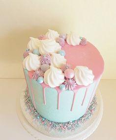 Happy birthday cake photo for your mom dad sister & friends 14th Birthday Cakes, Candy Birthday Cakes, Happy Birthday Cake Photo, Beautiful Birthday Cakes, Mom Birthday, Cake Decorating Designs, Creative Cake Decorating, Birthday Cake Decorating, Creative Cakes