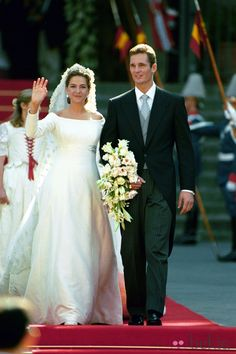 Princess Cristina and Inaki Urdangarin stroll along the gardens of Barcelona's Pedralbes Palace following their wedding at Barcelona's cathedral Saturday, October 4, 1997