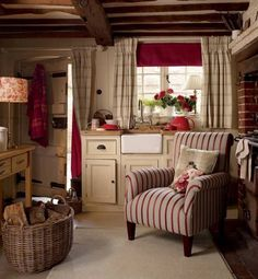 Interior & Garden Design Ideas Beautiful Home Design - cottage kitchens Red Cottage, Cozy Cottage, Cosy Cottage Living Room, Brick Cottage, Cottage Windows, Shabby Cottage, Cottage Homes, Interior Garden, Home Interior