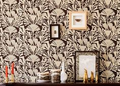 Like a stylish mix of Art Nouveau and Egyptian art, floral pattern wallpaper Tiberia in the colour combination of black, white and pearlescent beig. Moody Wallpaper, Eclectic Wallpaper, Beige Wallpaper, Geometric Wallpaper, Fabric Wallpaper, Flower Wallpaper, Art Nouveau, Art Deco, 1970s
