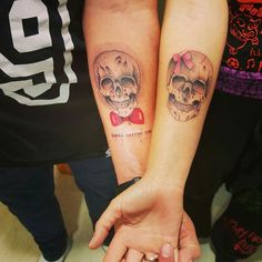 Hus n hers Skull Couple Tattoo, Couple Tattoos, Girl Tattoos, Tatoos, Anniversary Tattoo, Lion Tattoo, Tattoo Ink, Marceline, Tattoo Designs