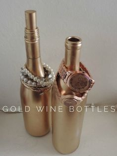 15 DIY organization ideas for girls - BeautyHarmonyLifeJewelry holder from old wine bottles - should be simple enough in the student household 15 DIY organization ideas for girls More of this at iQ Student AccommodationJourney Old Wine Bottles, Wine Bottle Crafts, Gold Bottles, Paint Bottles, Gold Diy, Jewellery Storage, Jewellery Display, Jewellery Shops, Temple Jewellery