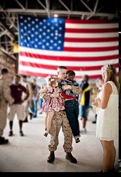 Deployment homecoming photos !!