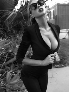 Charlotte mckinney is a talented artist and very popular among fans. Charlotte mckinney photo gallery with amazing pictures and wallpapers collection. Charlotte Mckinney, Cute Fashion, Fashion Models, Fashion Glamour, Fashion Fashion, Spring Fashion, High Fashion, Fashion Tips, Ta Tas