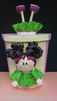 Cabeza abajo pies en la tapa de la linda cajita... Flower Pot Crafts, Clay Pot Crafts, Foam Crafts, Diy Clay, Flower Pots, Crafts For Boys, Diy And Crafts, Craft Gifts, Diy Gifts