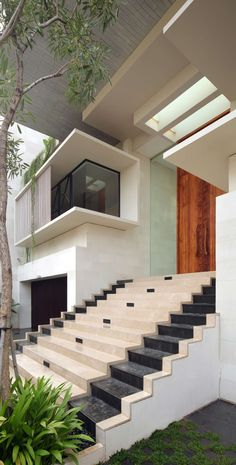 Architecture Discover Gallery of Static House / TWS & Partners - 12 House Front Design, Modern House Design, Home Stairs Design, House Stairs, House Elevation, Dream House Exterior, House Entrance, Exterior Design, Modern Architecture