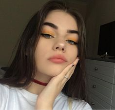 Image about girl in Make up 👑 by Aĺëxīą BÆ on We Heart It Makeup Inspo, Makeup Inspiration, Makeup Tips, Hair Makeup, Teen Makeup, Makeup Ideas, Aesthetic Makeup, Aesthetic Girl, Cute Makeup