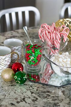 This hot chocolate bar is perfect for any of your festive winter parties! I have always wanted to do a hot chocolate bar because I think they are so cute! Christmas Party Drinks, Christmas Mood, Winter Parties, Holiday Parties, Utah Food, Hot Chocolate Bars, Super Healthy Recipes, Holiday Desserts, Festive