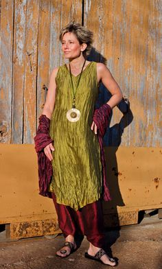 Set of taffetas:  Bronze green Tunic, garnet red harem pant, dark purple shawl.  Necklace: hammered brass, ethnics beads ( green glass and african brass), green rat tail silky cord