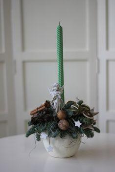 Aranjament pentru Crăciun cu lumânare din ceară naturală de albine – Flowers of Soul Plant Hanger, Lime, Plants, Home Decor, Decoration Home, Room Decor, Limes, Planters, Plant