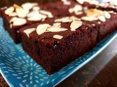 Pohánkové brownies s cviklou, Koláče, recept Dessert Recipes, Desserts, Brownies, Health Fitness, Gluten Free, Food, Detox, Bulgur, Tailgate Desserts