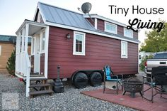 What is it really like to live in a tiny house? Find out! Diy Projects And Organization, Small Space Organization, Home Office Organization, Organizing Your Home, Tiny House Show, Tiny House Living, Organized Kitchen, Organized Bathroom, Organized Garage
