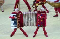 Traje de acordeón utilizado por dos de los numeros acróbatas que actuaron en la inauguración oficial del #Mundial2014 en Brasil.