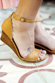 Enjoy the pretty details of these divine leather wedges. Designed with handcut scallop shaped edges & open toe they will be perfect addition to any summer outfit Black Wedges Outfit, Wedge Sandals Outfit, Sandal Wedges, Sandals For Work, Wedge Shoes Outfits, Strappy Sandals, Shoes Sandals, Leather Wedges, Leather Sandals
