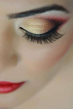 Absolutely amazing gold makeup! You can tone it down (or not) for christmas :)