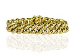 Klassischer Look ist angesagt und damit auch dieses #Panzerarmband.  #Flachpanzerarmband aus 585er #Gelbgold ausgestattet mit einem Kastenschloß und 2 Sicherungsachten. Die Glieder sind hohl und ungewöhnlich groß, sodass es für den zarten Damenarm angenehm zu tragen ist.  Gesamtlänge: 22 cm Breite: 16,28 mm Legierung: 14 kt Gelbgold Gewicht in Gramm: 49,32  http://schmuck-boerse.com/armschmuck/51/detail.htm  http://schmuck-boerse.com/index-gold-armschmuck-3.htm