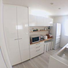 RoomClipユーザーの素敵なキッチンを紹介する「憧れのキッチン」連載。 今回は、ホワイトを基調にした、角を丸めたような優しさの漂うシンプルインテリアが魅力的なkaoru224さん宅のキッチンをご紹介します。