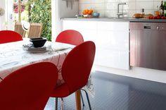 Gummigulv på kjøkkenet er lettstelt og praktisk (Foto: Teppeabo)