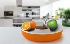 The Ring Fruit Bowl is a Clever Contraption for Cleaning Your Food #food trendhunter.com