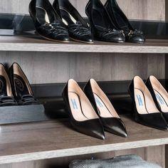 Skoelskerens drømmehylle! Denne kan fåes i ulike bredder og tilpasses ditt skap. Kom innom Schmidt Drammen, så kan vi se på en løsning til deg! Chanel Ballet Flats, Walking, Shoes, Fashion, Moda, Shoe, Chanel Ballerina Flats, Shoes Outlet, Fashion Styles