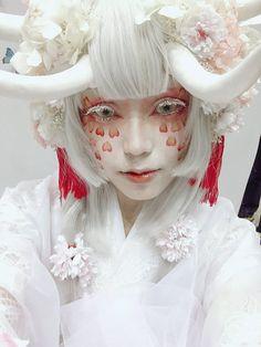 Maquillage Halloween, Halloween Makeup, Unicorn Halloween, Grunge Style, Soft Grunge, Character Design Inspiration, Makeup Inspiration, Photo Reference, Art Reference