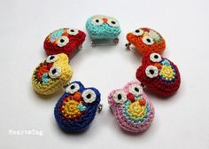 {Owl brooch, Small crocheted pin} soper cute!