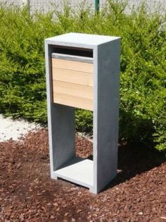 houten brievenbus zelf maken - Google zoeken Hale House, Parcel Box, Modern Mailbox, Post Box, House Numbers, Curb Appeal, Home Projects, Concrete, Sweet Home