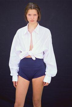 Moet je zien: foto's van de allereerste shoot van Kate Moss  - harpersbazaar.nl