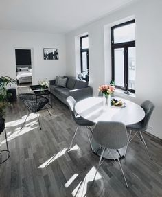 56 Kitchen Dining Room Design Ideas That Are Convenient for .- 56 Kitchen Dining Room Design Ideas That Are Convenient for Eating With Family 56 Kitchen Dining Room Design Ideas That Are Convenient for Eating With Family - Living Room Grey, Home Living Room, Living Room Decor, Living Spaces, Apartment Layout, Apartment Interior Design, Apartment Kitchen, Apartment Ideas, Apartment Bedrooms