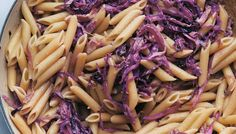 Depending on how it's cooked or cut, cabbage can yield all kinds of different flavors, from crisp and peppery in coleslaw to beautifully caramelized, as in this dish. Rice Recipes, Lunch Recipes, Pasta Recipes, Pasta Plus, Cabbage And Bacon, Red Cabbage, Healthy Dishes, Coleslaw, Penne