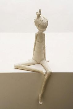 graduation art Maria Rita Pires is an Portuguese Artist who creates sculptures in the Figurative style. in Ceramics course. Paper Mache Sculpture, Sculptures Céramiques, Clay Dolls, Art Dolls, Ceramica Artistica Ideas, Ceramic Techniques, Sculpture Techniques, Art Techniques, Clay Design