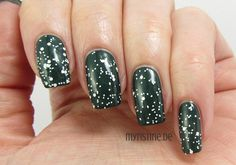 Snowy Forest Nails mit We Love Winter Holidays! (ESSENCE, Mountain Calling)