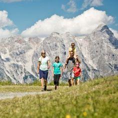 Mit der Familie am Berg | © saalbach.com, Mirja Geh Berg, Ticket, Mount Everest, Mountains, Nature, Travel, Hiking, Naturaleza, Viajes