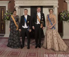 Queen Maxima wasn't given an Argentine order during this state visit. She's wearing the sash of the Order of the Netherlands Lion. President Macri wears the same order. King Willem-Alexander, though, has been given a new Argentine order. He's wearing the collar of the Order of the Liberator General San Martin, as well as the sash of his highest Dutch order, the Military William Order. The First Lady wears a newly-given order from the Netherlands, the Order of the Crown.