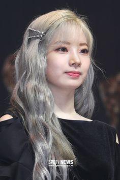 dahyun new hairstyle with bangs😍😍❤ 。 。 。 dahyuntwice twice oneinamillion FeelSpecial twicecomeback hairstyle dubu bangs Nayeon, Kpop Girl Groups, Kpop Girls, Hairstyles With Bangs, Girl Hairstyles, Kpop Hairstyle, K Pop, Bts Hair Colors, Hair Colour