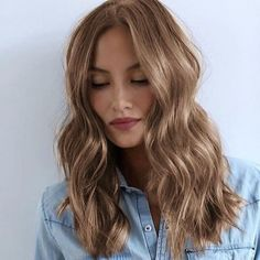 Beauty and Hair Haarfarbe warme blonde Wellen Ideen Cause of Trichotillomania The term Brown Blonde Hair, Light Brown Hair, Blonde Honey, Blonde Wig, Brunette Going Blonde, Gold Brown Hair, Neutral Blonde Hair, Light Brunette Hair, Natural Dark Blonde