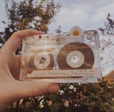 retro wallpaper iphone vintage Bild ber Mdchen in - retrowallpaper Brown Aesthetic, Aesthetic Images, Aesthetic Collage, Aesthetic Backgrounds, Aesthetic Iphone Wallpaper, Aesthetic Vintage, Aesthetic Photo, Aesthetic Wallpapers, 80s Aesthetic