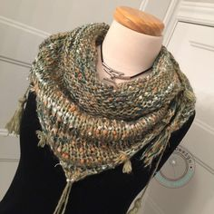 Cheche Mini triangular shawl, with mini fringes and decorative tassels,  knitted by hand in a quality thread b1e4f55d224