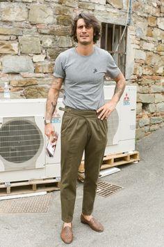Foto Fashion, Fashion Moda, Suit Fashion, Mens Fashion, Mens Smart Casual Outfits, Men Casual, Bohemian Style Men, David Beckham Style, Dapper Suits