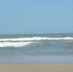 É água salgada que acalma!   #Brasil #nofilter #nauticalgirl #beachgirl #goodvibes #beautifulday #atlantic #beach #ocean #meditation #summer #verão #wilderness #imensidao #Brazil