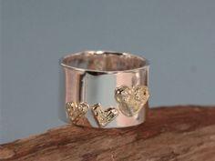 Silverring med guldhjärtan