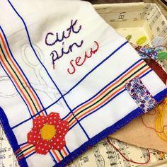 Sunday Stitching. ✂ ✂️ ✂️  #cutpinsew #ilovered #sewingday #sewingmachinecover #sewingonsunday #sundaystitching #sundaysewing #arnoldsatticstitchery #handsewing #handsewn #handstitched #textiles #sewn #sew #stitch #sewing #slowsewing #slowstitching #slowsewn #embroidery #stitchersofinstagram #stitchery #crafting #crafts  #embroideryinstaguild #threads #embroiderersofinstagram  #hexies #hexielove