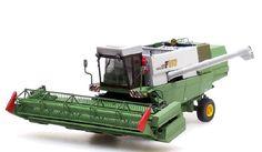 """Luxusní resinový model MDW FORTSCHRITT E-517 obilný kombajn s kabinou a vozíkem na žací lištu. Zelená """"reseda"""" /měděnka/-bílánápis    MDW FORTSCHRITTE517. Měřítko 1:87 Diecast, Tractors, Scale, Vehicles, Weighing Scale, Libra, Balance Sheet, Ladder, Weight Scale"""