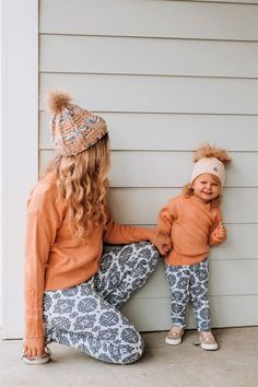 Mom Daughter Matching Outfits, Mom And Baby Outfits, Mother Daughter Outfits, Redhead Baby, Mom Dad Baby, Mom Jeans Outfit, Cute Baby Clothes, Family Clothes, Baby Hazel