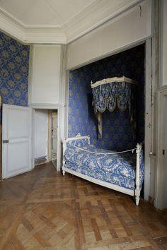 Category:Interior of the Château de la Ferté (La Ferté-Saint-Aubin) French Interiors, Beautiful Interiors, Rococo, Saint Aubin, Bed Nook, French Bed, Box Bed, French Chateau, France